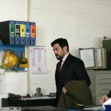 Pierfrancesco Favino in fabbrica in un'immagine de L'industriale
