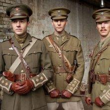 Tom Hiddleston, Patrick Kennedy e Benedict Cumberbatch in una foto promozionale di War Horse
