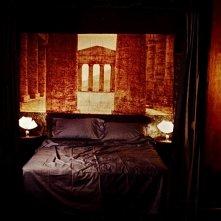 Voci Notturne -scenografia camera da letto realizzata da Giuseppe Pirrotta