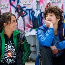 Alice Belaïdi con Vincent Lacoste in De l'huile sur le feu