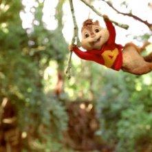 Alvin in acrobazia in una scena di Alvin Superstar 3 - Si salvi chi può!