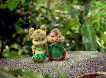 Alvin Superstar 3 - Si salvi chi può!: Eleanor e Theodore in una romantica scena del film