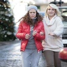 Katia Follesa e Valeria Graci in una scena della commedia Vacanze di Natale a Cortina