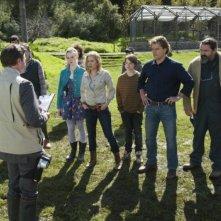 Scarlett Johansson, Matt Damon ed Elle Fanning in una scena de La mia vita è uno zoo insieme a Colin Ford