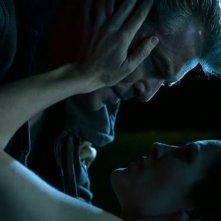 Bag of Bones: Annabeth Gish bacia Pierce Brosnan in una sequenza onirica