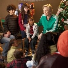 Glee: Jane Lynch in una scena dell'episodio natalizio Extraordinary Merry Christmas