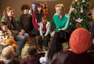 Glee: Jane Lynch in una scena dell'episodio natalizio Extraordinary Merry Christmas