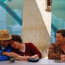 Margarida Carpinteiro, José Eduardo e Lia Gama in una scena di Aguasaltaspuntocom - un villaggio nella rete