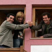 María Adánez insieme a João Tempera e Marco Delgado in una foto promozionale di Aguasaltaspuntocom - un villaggio nella rete