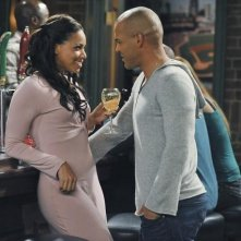 Work It: Kristin Henry King ed Amaury Nolasco in una scena della serie