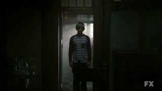 American Horror Story: Evan Peters nell'episodio Birth