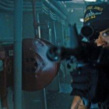 Battleship: Rihanna prende la mira in una scena del film