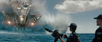 Battleship: una suggestiva immagine tratta dal fantascientifico action diretto da Peter Berg