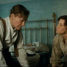 Glenn Close insieme a Janet McTeer in una scena di Albert Nobbs