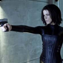Kate Beckinsale in una scena del fantascientifico action Underworld: Il risveglio