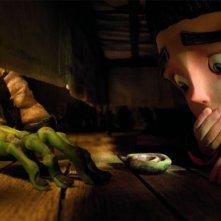 ParaNorman: Norman sotto al letto si nasconde dalle grinfie del mostro in una scena del film