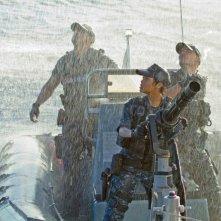 Rihanna con Taylor Kitsch in una concitata scena di Battleship
