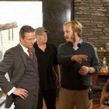 Chris Cooper insieme al regista James Bobin sul set de I Muppet