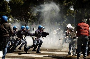 A.C.A.B.: una scena di scontri tratta dal film diretto da Stefano Sollima
