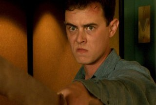 Colin Hanks in preda alla rabbia in una scena dell'episodio This is the Way the World Ends