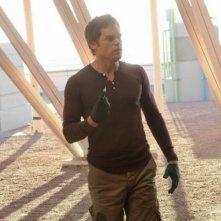 Michael C. Hall in una scena dell'episodio This is the Way the World Ends si prepara allo scontro finale