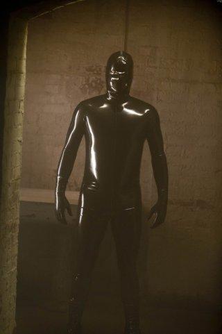 American Horror Story: l'uomo in latex nel finale di stagione