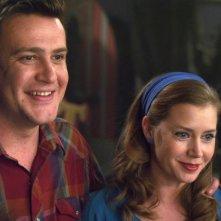I Muppet: Jason Segel e Amy Adams sorridono in una scena del film
