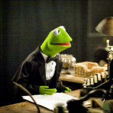 I Muppet: Kermit in abito da sera in una scena del film