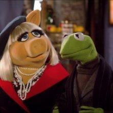 I Muppet: Miss Piggy insieme a Kermit in un'immagine tratta dal film