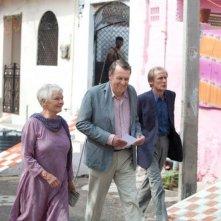 Marigold Hotel: Judi Dench insieme a Bill Nighy e Tom Wilkinson in una scena del film