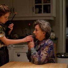 Thomas Horn in una scena di Molto forte, incredibilmente vicino insieme alla nonna Zoe Caldwell
