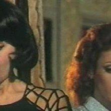 L'assassino ha riservato nove poltrone: Rosanna Schiaffino e Paola Senatore in una scena del film