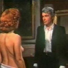 Paola Senatore con Chris Avram in una scena de L'assassino ha riservato nove poltrone