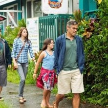 Paradiso amaro: George Clooney insieme a Shailene Woodley, Nick Krause e Amara Miller in una scena del film