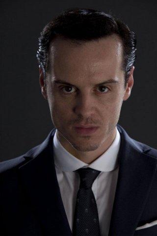 Andrew Scott in un bel primo piano promozionale per Sherlock