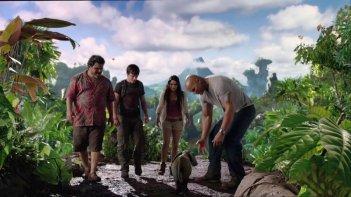 Viaggio nell'isola misteriosa: Dwayne Johnson insieme a Luis Guzmán, Vanessa Hudgens e Josh Hutcherson in una scena del film