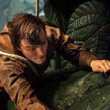 Nicholas Hoult tenta la scalata per raggiungere la terra dei giganti nel fiabesco Jack the Giant Killer