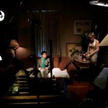 Mona Goss insieme a Bret Roberts in una scena del film Noise Matters