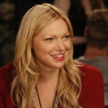 Are You There, Chelsea?: Laura Prepon in una scena del pilot