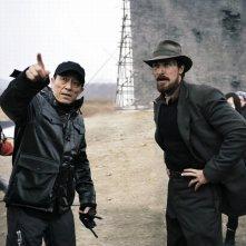 Christian Bale insieme a Yimou Zhang sul set del film The Flowers of War