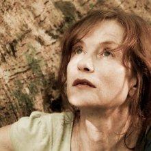 Isabelle Huppert in una scena del film Captive, diretto da Brillante Mendoza