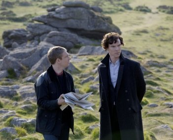 Martin Freeman e Benedict Cumberbatch nell'episodio The Hounds of Baskerville di Sherlock