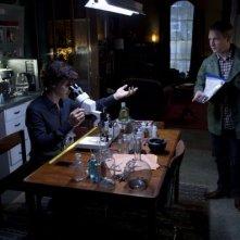 Sherlock: Benedict Cumberbatch e Martin Freeman in una scena dell'episodio A Scandal in Belgravia