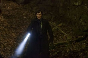 Sherlock: Benedict Cumberbatch in una scena dell'episodio The Hounds of Baskerville
