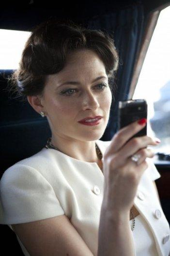 Sherlock: Lara Pulver in una scena dell'episodio A Scandal in Belgravia