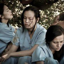 Angel Aquino, Che Ramos e Marinella Lumeran in una scena del film Captive