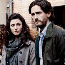 Dictado: Juan Diego Botto insieme a Bárbara Lennie in una scena del film