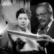 Isabella Rossellini e Udo Kier in una scena del thriller drammatico Keyhole