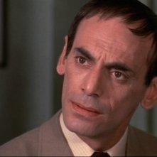 John Bennett in una scena de La casa che grondava sangue