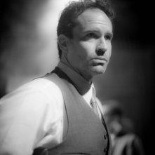 Keyhole: Jason Patric protagonista del thriller drammatico in una scena